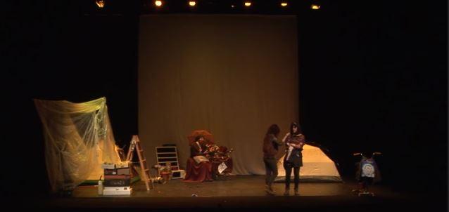 Imagen de portada de Representación teatral «Mientras el mundo se derrumba»