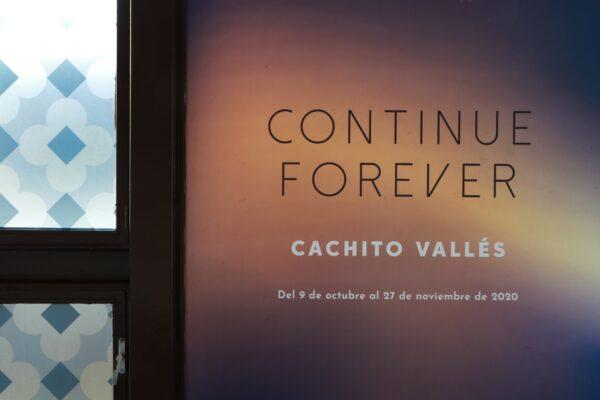 Imagen de portada de «Investigo y desarrollo para dar forma a las ideas, así, convierto mi proceso de creación en periodos de aprendizaje constantes», entrevistamos a Cachito Vallés
