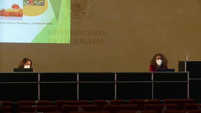Imagen de portada de FRUTAS Y VERDURAS: CLAVES PARA VIVIR MÁS Y MEJOR