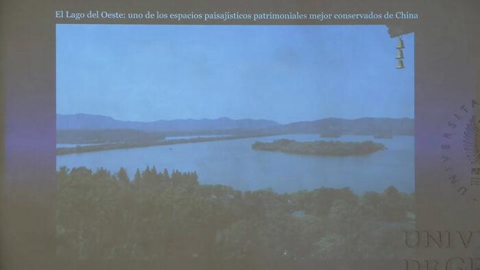 Imagen de portada de EL LAGO INVISIBLE; LA EVOLUCIÓN DE LA PINTURA DE PAISAJE CHINA A TRAVÉS DEL LAGO DEL OESTE